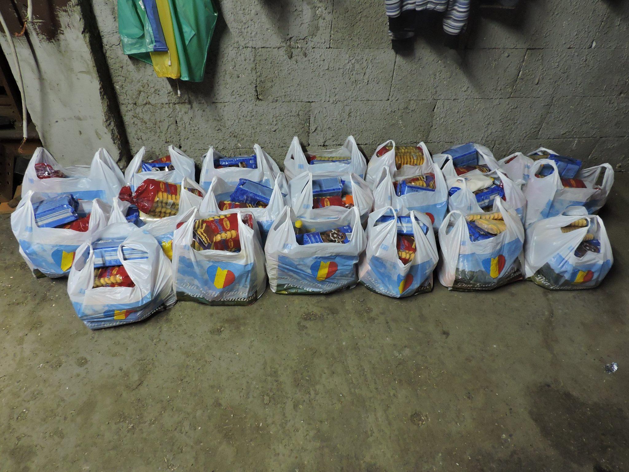 Pacchi alimentari prima della distribuzione
