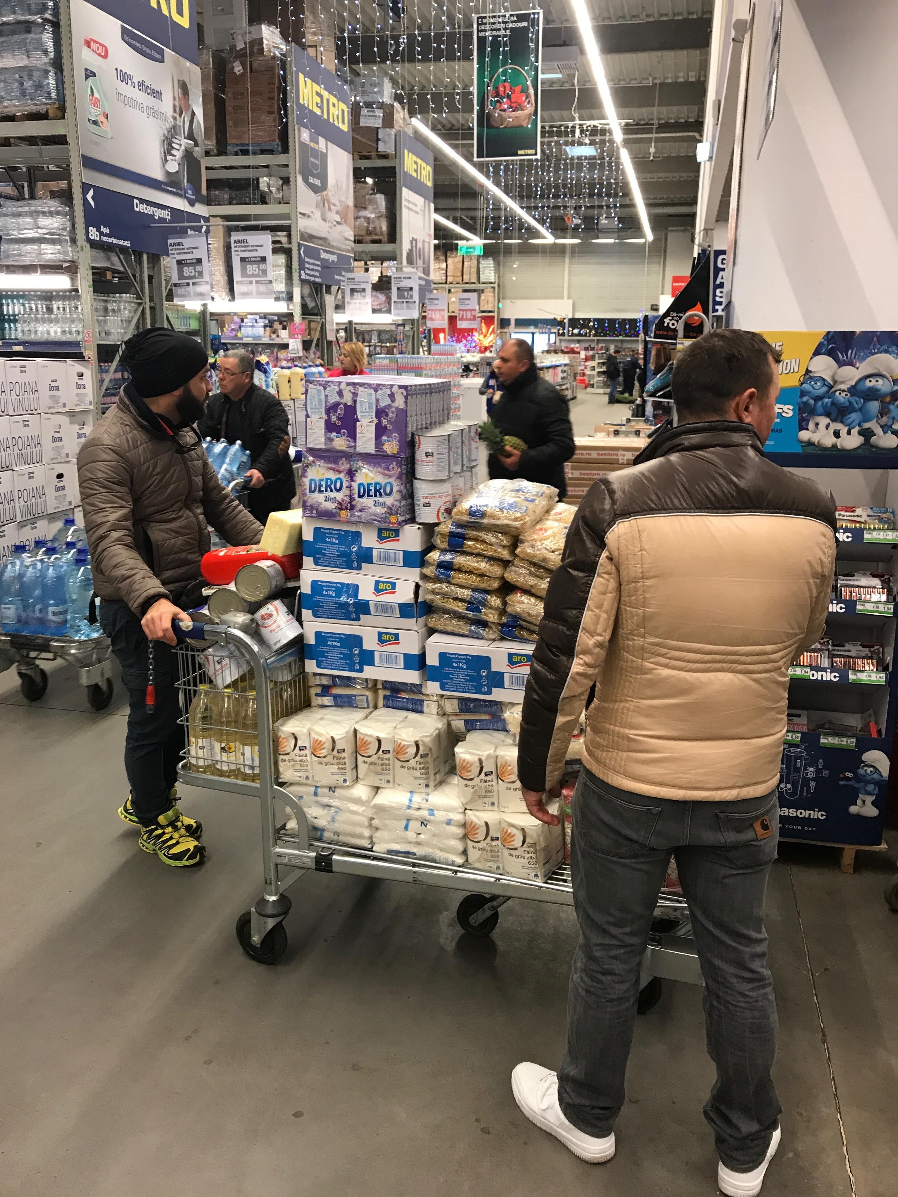 Scorte per i pacchi alimentari mensili